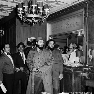 Llegada de Fidel al Hotel Theresa en Harlem. Nueva York, Estados